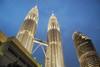 Petronas towers večer Malajzia